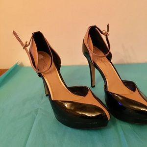 Jessica Simpson black and tan